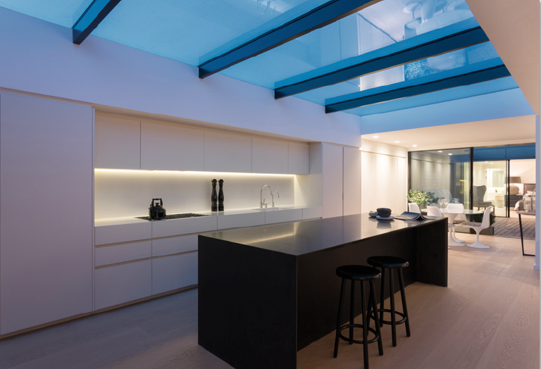 The flat incorporates the usual technologies we've come to expect in high end developments.  A thin heated membrane within the kitchen skylight evaporates condensation ensuring a clear view to the sky