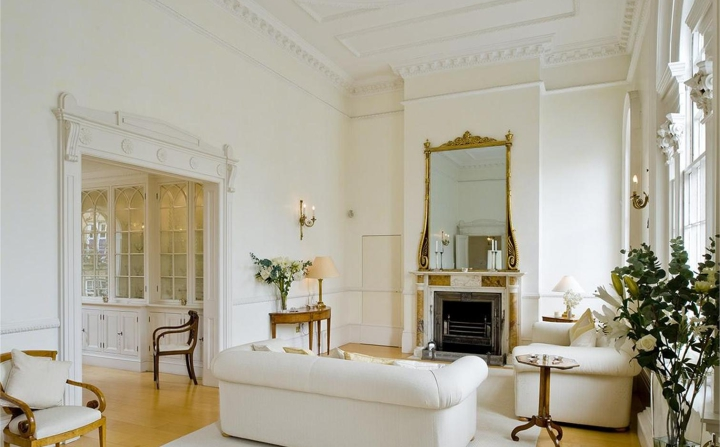 The west-facing, ground floor reception room has especially high ceilings and benefits from superb natural light