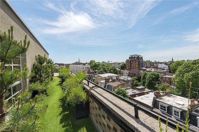 The flat has over 1200 square feet of roof terrace, perfect for entertaining and affording beautiful views from every angle